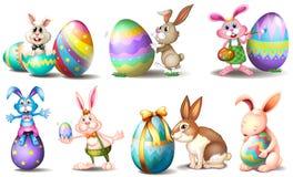 Uova di Pasqua con i coniglietti allegri Fotografie Stock Libere da Diritti