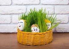 Uova di Pasqua con i fronti divertenti Fotografie Stock Libere da Diritti