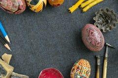 Uova di Pasqua Con l'ornamento Fotografia Stock