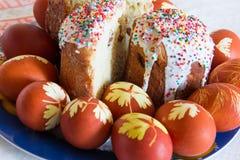 Uova di Pasqua con zucchero Kulich Immagini Stock