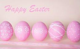 Uova di Pasqua Decorate Fondo con le uova di Pasqua e lo spac della copia Fotografie Stock