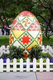 Uova di Pasqua decorative sulle vie di Mosca Immagine Stock Libera da Diritti