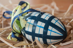 Uova di Pasqua decorative in un nido Fotografia Stock