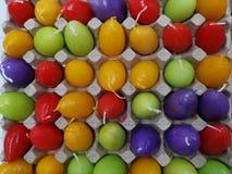 Uova di Pasqua della candela dalla cera colorata immagine stock libera da diritti