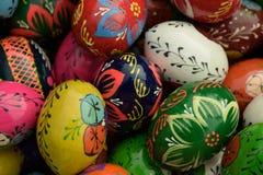 Uova di Pasqua Di legno variopinte Fotografia Stock