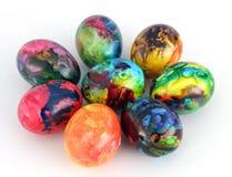 Uova di Pasqua Uova dipinte fatte a mano per la celebrazione di Pasqua isolate su fondo bianco pasqua Uova di Pasqua colorate Fotografia Stock