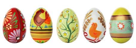 Uova di Pasqua dipinte a mano isolate su bianco Modelli della primavera Fotografie Stock