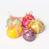Uova di Pasqua dipinte a mano multicolori Fotografie Stock Libere da Diritti