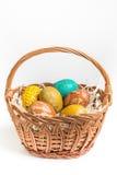 Uova di Pasqua dipinte a mano su bianco Immagine Stock