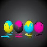 Uova di Pasqua divertenti - ciano, colore magenta, giallo, nero - CMYK co Fotografia Stock
