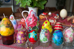 Uova di Pasqua e candele Fotografia Stock