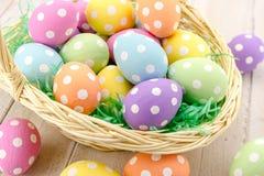 Uova di Pasqua e canestri Immagini Stock