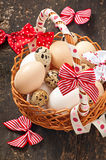 Uova di Pasqua e canestro Immagine Stock Libera da Diritti