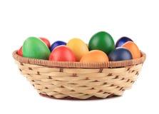 Uova di Pasqua e canestro isolati. Immagine Stock Libera da Diritti