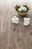 Uova di Pasqua e coniglietti di pasqua Fotografia Stock