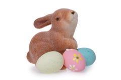 Uova di Pasqua e coniglietto immagini stock