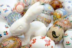 Uova di Pasqua e coniglio Immagine Stock