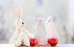 Uova di Pasqua e decorazioni Immagine Stock