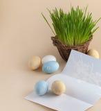 Uova di Pasqua e lettera Fotografia Stock
