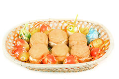 Uova di Pasqua E merce nel carrello dolce casalinga dei dolci Fotografia Stock Libera da Diritti