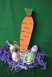 Uova di Pasqua E scatola di la carota Fotografia Stock