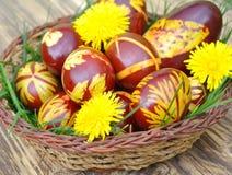 Uova di Pasqua fatte a mano tradizionali Fotografia Stock