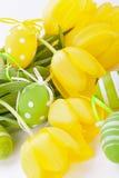 Uova di Pasqua gialle e verdi Colourful della molla Fotografie Stock