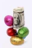 Uova di Pasqua Grandi e piccola fine in su Fotografie Stock Libere da Diritti