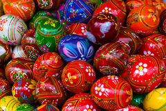 Uova di Pasqua a mano decorate variopinte Fotografie Stock Libere da Diritti