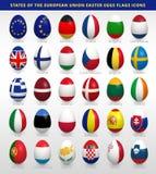 Uova di Pasqua messe con le bandiere di UE Fotografie Stock Libere da Diritti