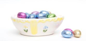 Uova di Pasqua miniatura della caramella di cioccolato in stagnola Immagini Stock