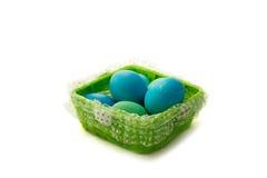 Uova di Pasqua nel canestro Fotografia Stock Libera da Diritti