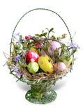 Uova di Pasqua Nel cestino Immagini Stock Libere da Diritti