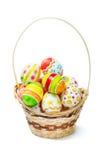 Uova di Pasqua Nel cestino Immagine Stock
