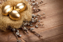 Uova di Pasqua Nel nido Fotografie Stock Libere da Diritti