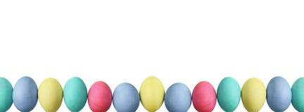 Uova di Pasqua pastelli sopra fondo bianco Fotografie Stock Libere da Diritti