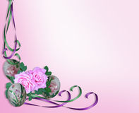 Uova di Pasqua, rose e nastri Immagine Stock Libera da Diritti