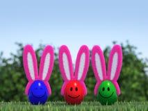 Uova di Pasqua Sorridenti con Bunny Ears lanuginoso Immagini Stock Libere da Diritti