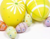 Uova di Pasqua Su fondo bianco fotografia stock libera da diritti