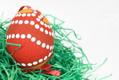 Uova di Pasqua su tappeto erboso sintetico Fotografia Stock
