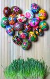 Uova di Pasqua Su un fondo di legno Fotografie Stock
