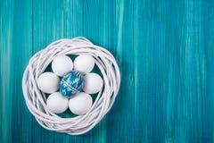 Uova di Pasqua Sulla tavola Fotografia Stock Libera da Diritti