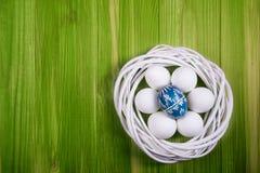 Uova di Pasqua Sulla tavola Fotografia Stock