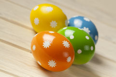 Uova di Pasqua Sulle schede di legno Fotografia Stock Libera da Diritti