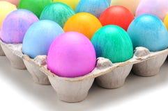 Uova di Pasqua Tinte nell'angolo basso della scatola Fotografie Stock