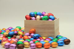Uova di Pasqua In una casella di legno Fotografia Stock Libera da Diritti