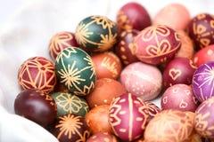 Uova di Pasqua variopinte nel gruppo Fotografia Stock