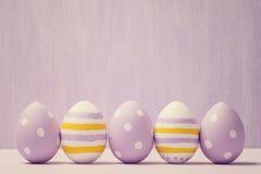 Uova di Pasqua Variopinte Priorità bassa con le uova di Pasqua Fotografia Stock