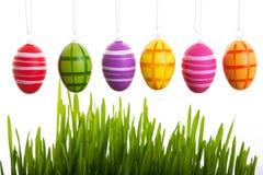 Uova di Pasqua Variopinte qui sopra Fotografia Stock Libera da Diritti