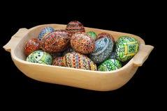 Uova di Pasqua Verniciate su una priorità bassa nera Immagini Stock Libere da Diritti